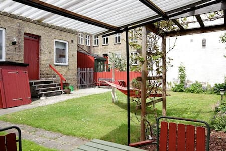 In this 100 yr old charming brick house in central Lund we have an entire 3 bedroom flat for rent - check our listings. This is Room #2, which has a large window towards the street bringing in evening sun and overlooks the garden in front.