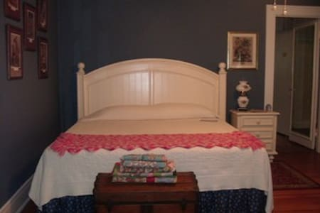 Enjoy Southern Charm & Hospitality - Bed & Breakfast