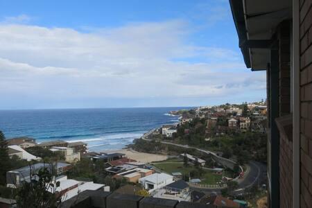 Modern Beach Pad & Amazing  Views!