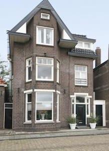 Prachtige ruime vrij staande woning - Enkhuizen