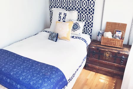 Cute UES Bedroom near Central Park
