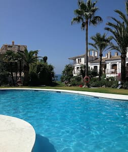 Andalusian beachhouse/2 Pools/WIFI - Estepona