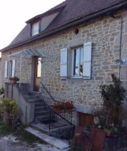 Gite rénové proche de Saint-Céré - Ev