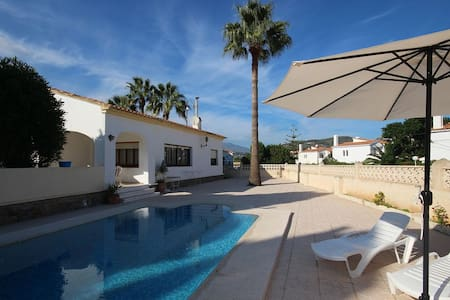 2 steps from the center of Calpe and the beach, 2 bedroom villa at bargain prices! - Calp - Villa