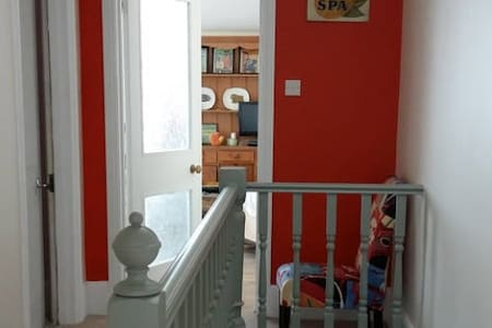 Top flr of house dbl w/ own bath/shower & kitchen - Royal Tunbridge Wells - Outros
