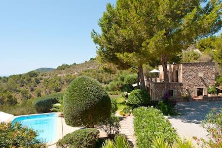 Hermosa casa de vacaciones en un lugar precioso - Es Carritxo - Villa