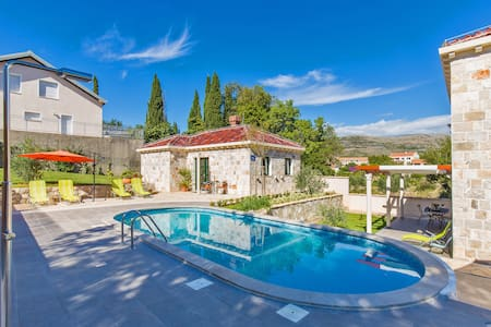 Villa Rozy Močići, with 4-bdrms in Dubrovnik area - Močići - Villa