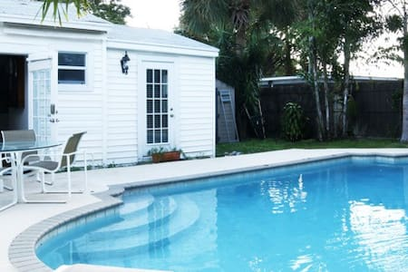 COTTAGE RENOVATED WITH SWIMMINGPOOL - House