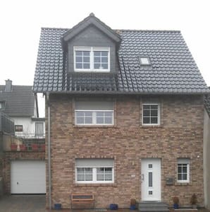 Tolles Zimmer in 1 Familienhaus - House