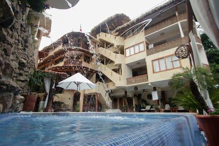 """""""Hotel-Villas Las Azucenas"""""""