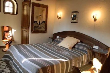 """La tour de Pérès : """"L'Africaine"""" - Ayguetinte"""