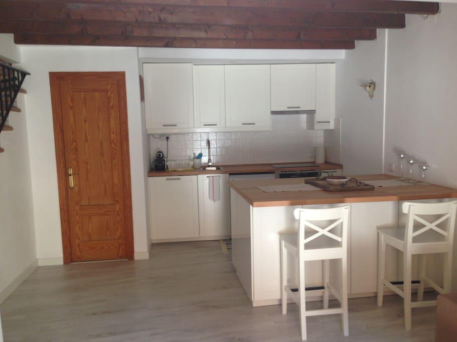 Primer piso: cocina, comedor: todo nuevo y reformado