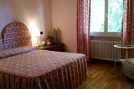 Stanza dei Fiori (Flowers' room) - Bed & Breakfast