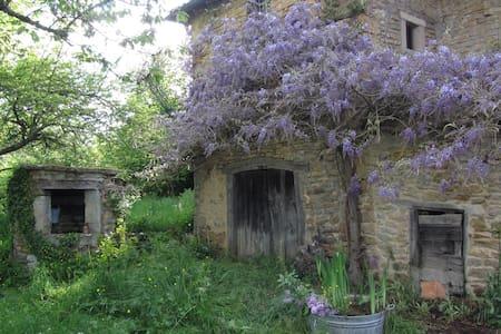 Vieille Ferme Romantique Cluny à 15 mins - Lepianka