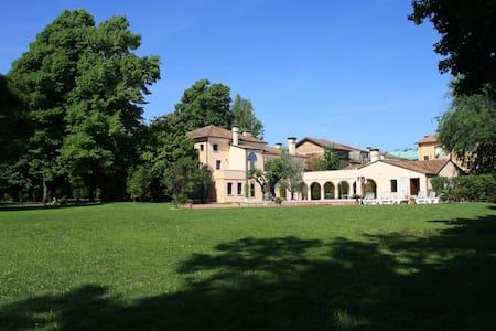 Relax&Venice room Ponte dei Sospiri - Quarto D'altino - Bed & Breakfast