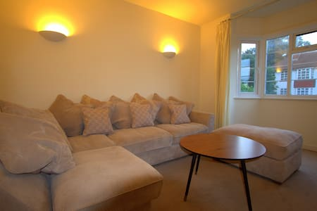 Big Size Double, 20mins Train From Central London - Apartment