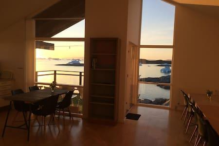 Ilulissat Guesthouse - Best View! - Ilulissat - House