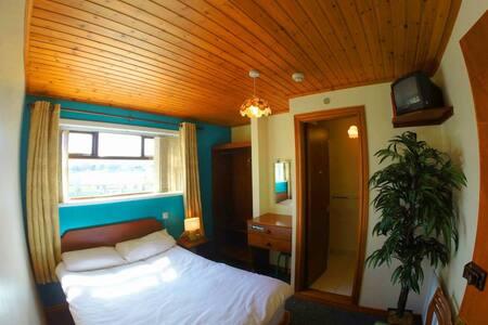 Private En-Suite Room Free Wi-Fi