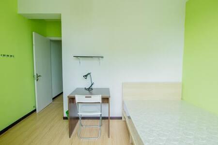 静谧安全,卧室均有空调,冬季有暖气供热 - Dalian - House