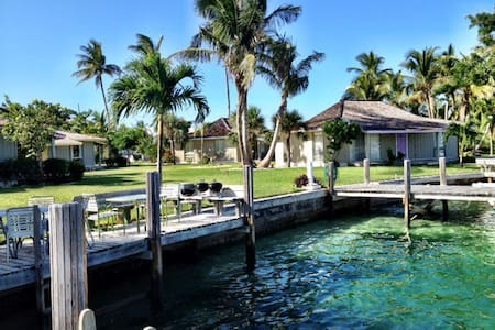 Dock Next to Your Waterfront Villa! - Treasure Cay - Casa de camp