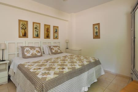 St.Thomas B&B-- The Garden Suite - Atenas - Bed & Breakfast