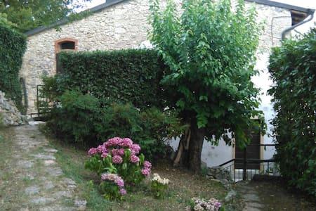 Country House of charm 15' Verona - Montecchio Negrar - Haus