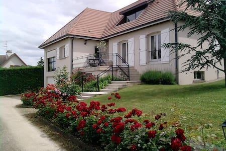 Chambres privées agréables à DIJON - Dijon - Bed & Breakfast