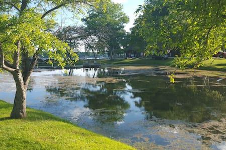 Town. Walk to the lake, enjoy all. - Salisbury - Apartamento