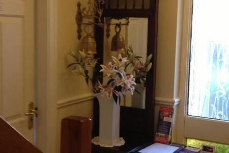 Double Room available in Danabel 3* B&B - Kinsale - Bed & Breakfast
