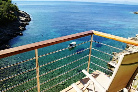 Remote beach house 6m from the sea! - Apartmen