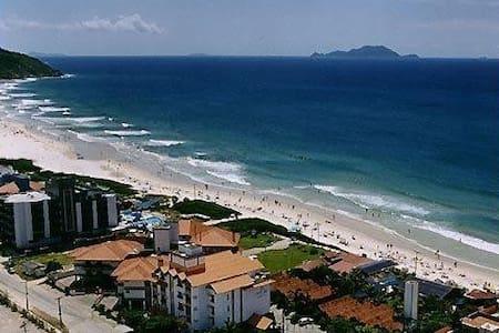 Apart. a 50m da Praia dos Ingleses, no centrinho - Florianópolis
