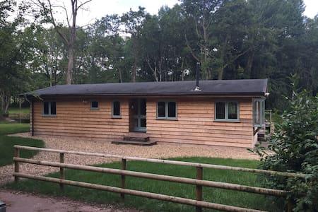 Lake side lodge in 40 acre estate. - Cradoc - Huis