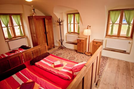 Farmhouse in Golden Mountains - Bed & Breakfast