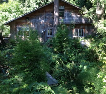 Room type: Entire home/apt Property type: Cabin Accommodates: 5 Bedrooms: 2 Bathrooms: 1.5