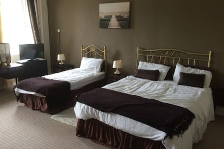 The Manor Guest House, Family room, Fermoy, Cork - Casa de hóspedes