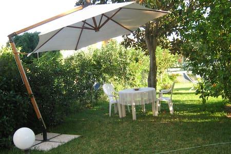 villino con ampio giardino - Byhus