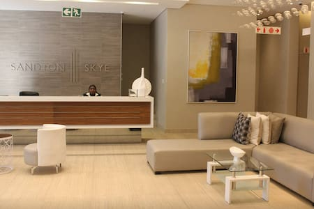 Sandton Skye - Luxury Apartment