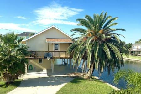 New Listing! Jamaica Beach home. - Casa