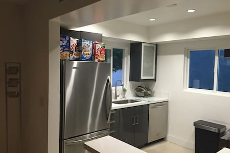 Modern 2bed 2bath In WEHO