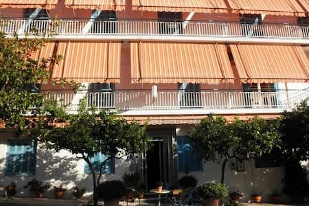 Hotel Drosia - Bed & Breakfast