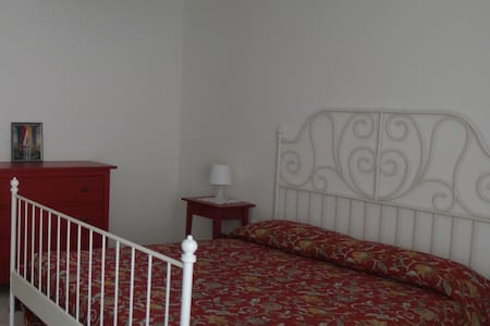 "B&B ""Le Rose"" - camera con bagno - Bed & Breakfast"