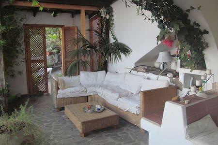 Wohnung mit Garten und Meerblick - Apartment