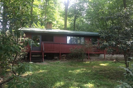 Cozy 2BR house in Laurel Highlands - Ház