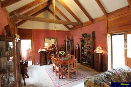 Charming Old 1860's Country Manor - Gunning - Bed & Breakfast