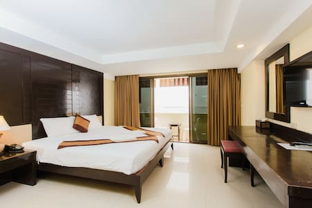 B superior king, sand and beach ♥ - Patong - Bed & Breakfast