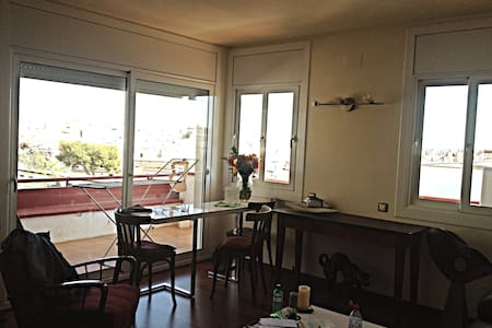 Room in sunny apt with terrace - Sitges - Appartement