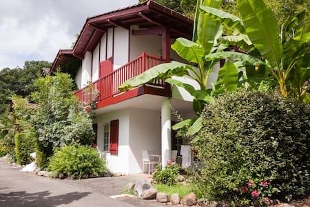 Basque-style apartment nr Biarritz - La Bastide-Clairence