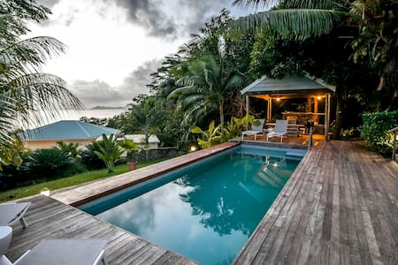 Garden cottage on stunning property with free wifi - Mahe