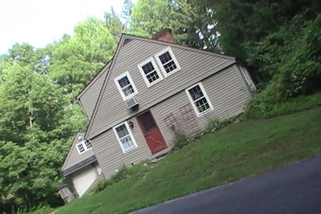One mile - 1.6km from UCONN Storrs campus CT 06268 - Mansfield - Casa