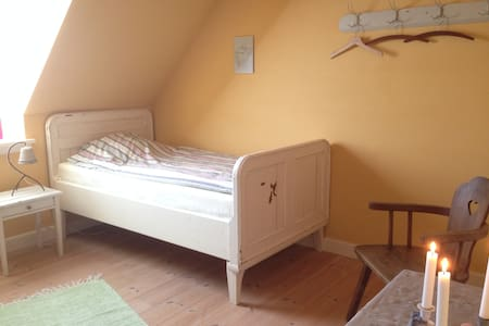 Basnæsgård - Det Gule værelse - Stege - Bed & Breakfast